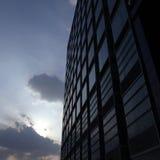Het inbouwen van de zonsondergang Stock Foto's