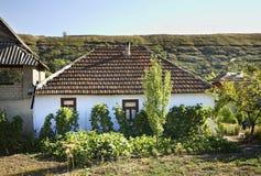 Het inbouwen van Trebujeni-dorp moldova royalty-vrije stock foto