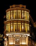 Het inbouwen van het vierkant van Cuatro Caminos in Madrid bij nacht met Kerstmislichten royalty-vrije stock fotografie