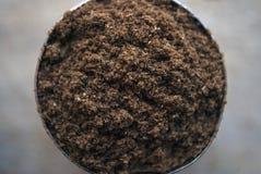 Het Indische Kruid van Garam Masala in een ronde container stock fotografie
