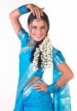 Het Indische meisje in het dansen stelt stock foto's