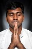 Het Indische mens bidden Stock Afbeeldingen