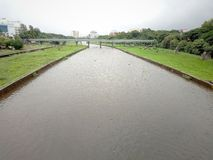 Het Indische regenende seizoen van de Rivier pune stad stock afbeeldingen