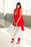 Het Indische vrouw winkelen Stock Foto