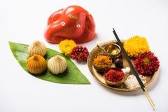 Het Indische zoete voedsel riep modak specifiek in ganeshfestival of ganesh chaturthi voorbereidingen getroffen royalty-vrije stock foto