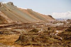 Het indrukwekkende landschap van de vulkaanberg in IJsland Stock Foto's