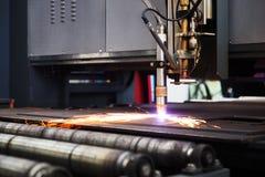 Het industriële cnc knipsel van de plasmamachine van metaalplaat Stock Foto
