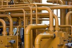 Het industriële hydraulica door buizen leiden royalty-vrije stock afbeelding