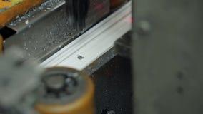 Het industriële maken van witte vensters working stock videobeelden