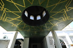 Het ingangsplafond eindigt in Abidin Mosque in Kuala Terengganu, Maleisië stock afbeelding