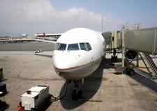 Het inschepen van een Vliegtuig stock foto