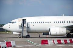 Het inschepen van vliegtuigen Stock Fotografie
