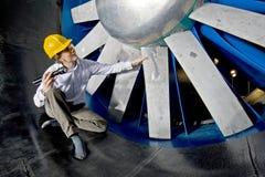 Het inspecteren van een windtunnel royalty-vrije stock afbeeldingen