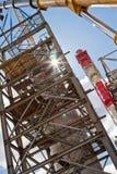 Het installatiewerk bij de Assemblage van staal met meerdere verdiepingen structur Royalty-vrije Stock Foto's
