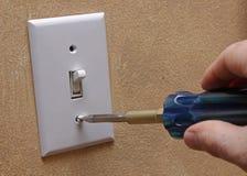 Het installeren van de Lichte Dekking van de Schakelaar Royalty-vrije Stock Fotografie