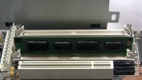 Het installeren van RAM stock footage