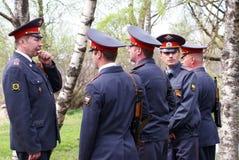 Het instrueren van militian patrouille Stock Foto's