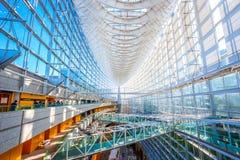 Het Internationale Forum van Tokyo - een multifunctioneel tentoonstellingscentrum in Tokyo, Japan stock foto