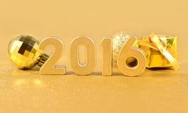 het jaar gouden cijfers van 2016 en gouden Kerstmisdecoratie Royalty-vrije Stock Foto