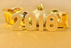 het jaar gouden cijfers van 2018 en Kerstmisdecoratie Stock Foto