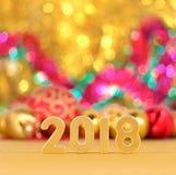 het jaar gouden cijfers van 2018 en Kerstmisdecoratie Stock Afbeeldingen