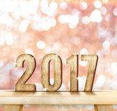 het jaar houten aantal van 2017 op houten lijst die met roze bokeh wa fonkelen Stock Afbeelding