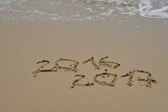 het jaar van 2016 en van 2017 op het zandstrand Royalty-vrije Stock Foto's