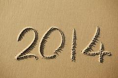 het jaar van 2014 op het strandzand dat wordt geschreven Royalty-vrije Stock Foto's