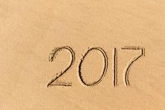 het jaar van 2017 op het strandzand dat wordt geschreven Royalty-vrije Stock Foto