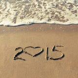 het jaar van 2015 op zandig strand wordt geschreven dat Stock Foto