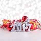 het jaar zilveren cijfers van 2017 en Kerstmisdecoratie Royalty-vrije Stock Afbeelding
