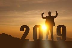 het jaarkunstmatige intelligentie van 2019 of ai futuristisch concept, Silhouet hulprobot, de industrie 4 tendens 0 van automatis stock afbeelding