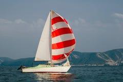 Het jacht dat aan de regatta deelneemt Stock Foto's