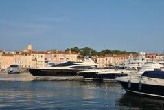 Het jacht van de luxe in de haven van heilige -heilige-tropez Royalty-vrije Stock Foto