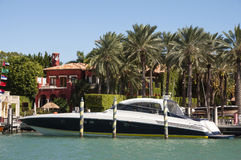 Het jacht van de luxemotor in Miami stock afbeeldingen