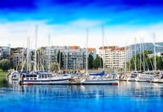 Het jachtclub van Oslo dichtbij kustachtergrond Royalty-vrije Stock Foto's