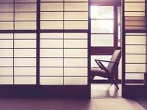 Het Japanse Binnenland van de stijlruimte met retro stoel Uitstekende toon Royalty-vrije Stock Fotografie