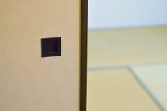 Het Japanse binnenland van het traditiehuis met van triplexverdeling & Tatami vloermatten royalty-vrije stock afbeelding