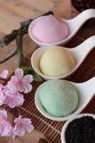 Het Japanse dessert van Daifukumochi en hete thee royalty-vrije stock afbeelding