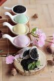 Het Japanse dessert van Daifukumochi en hete thee royalty-vrije stock foto