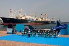 Het Japanse Festival van de Walvisvangst met schip Nisshin Maru Stock Foto's