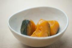Het Japanse huis koken, Gesudderde pompoen Stock Foto