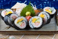 Het Japanse knipsel van het sushibroodje stock afbeelding