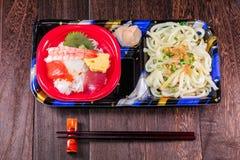 Het Japanse voedsel Tekka trekt en udon noedels, Japanse keuken aan royalty-vrije stock foto's