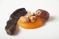 Het johannesbrood dat droge abrikozen en amandel van de Noten van het kruid Stock Foto