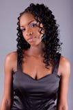 Het jonge Afrikaanse amercianvrouw stellen Royalty-vrije Stock Foto's
