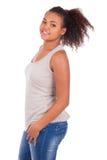 Het jonge Afrikaanse Glimlachen van de Vrouw Royalty-vrije Stock Afbeelding