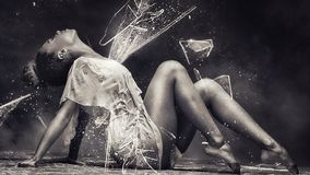 Het jonge afromeisje sensueel dansen, stelt royalty-vrije stock fotografie