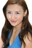 Het jonge Aziatische Glimlachen van de Vrouw Stock Afbeeldingen