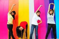Het jonge Aziatische Uitoefenen van de Vrouw Stock Afbeeldingen
